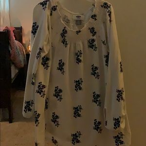 Cute Old navy blouse Large